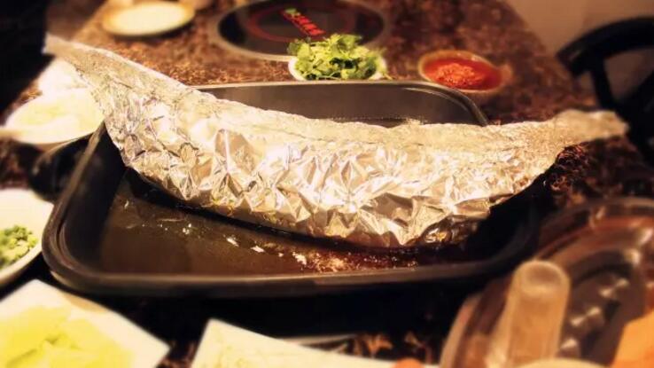 吃了这么多年的纸包鱼,这家让我惊呆了!
